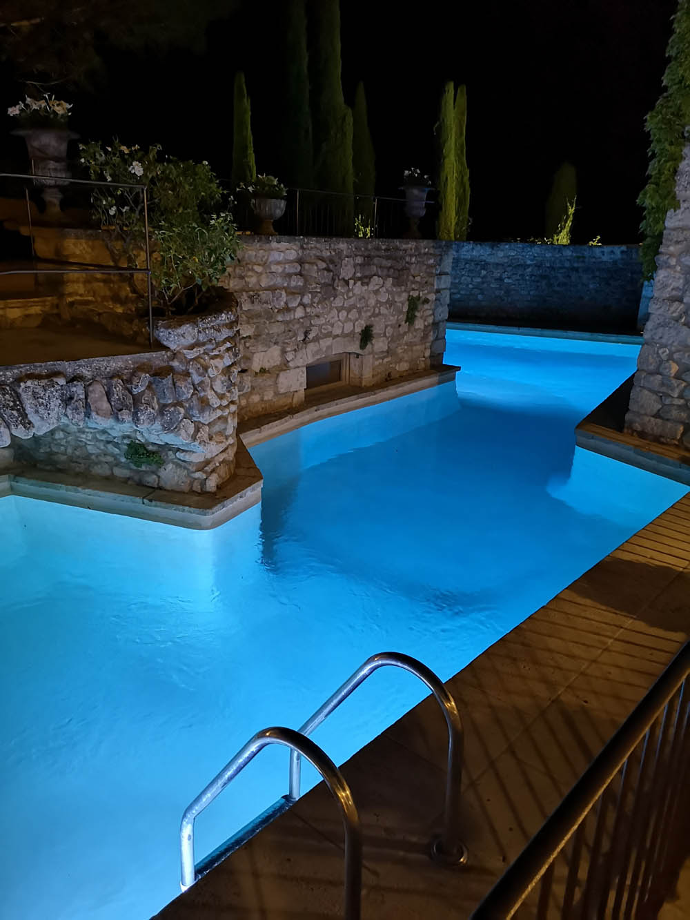 piscine patio nuit